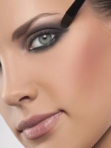 Как правильно нанести макияж на глаза, фото