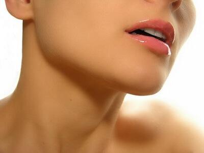 Ухаживать за кожей шеи нужно контрастный компресс