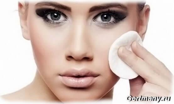 Учимся правильно снимать макияж