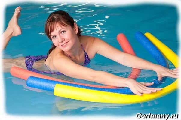 Похудеть можно в воде помогает аквааэробика упражнение нагрузки
