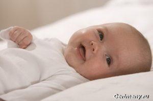 Улыбка малыша — его первая социальная реакция, фото