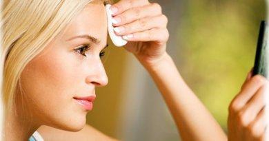 Уход за лицом, после очищения кожи лица крем наносится