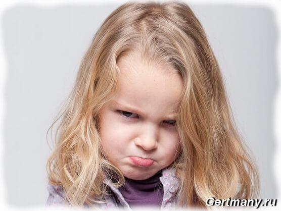 Кризис ребенка трех лет, проявляется бунт малыша против поведения