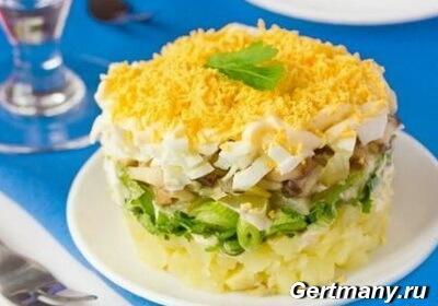 Рецепт грибной слоеный салат, натереть яйца, грибы, картофель, слоем