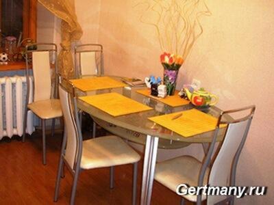 стол на кухню в квартиру